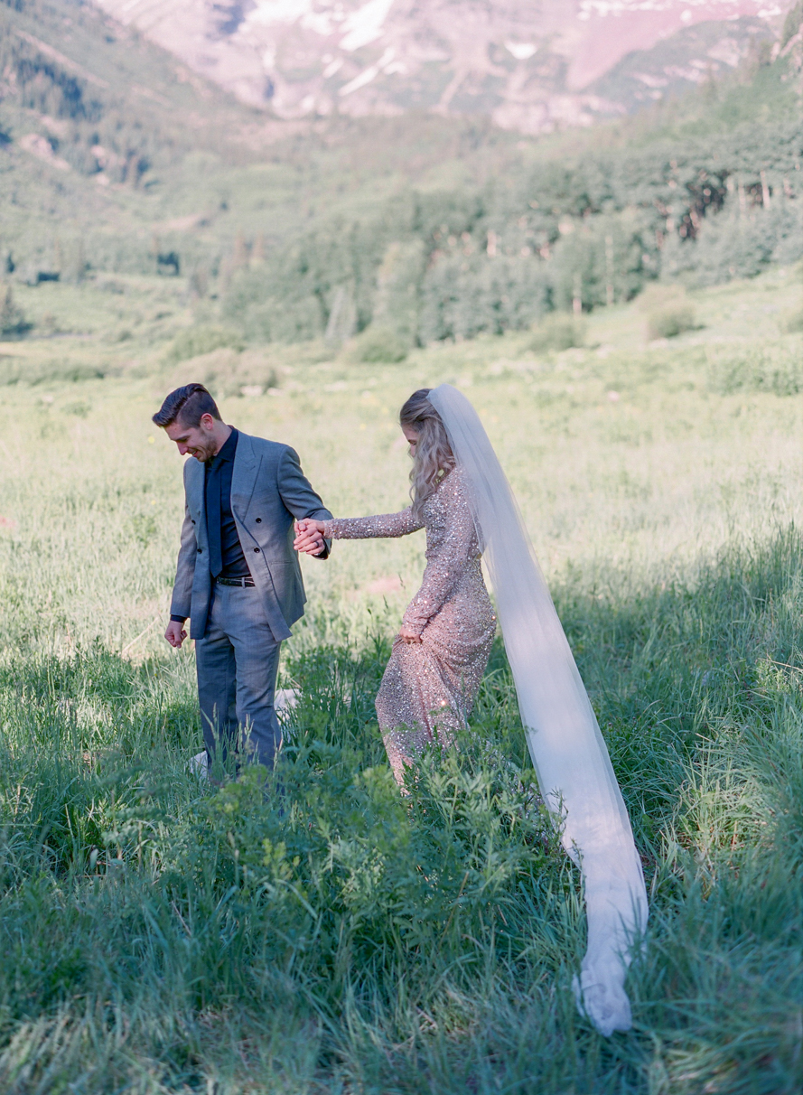 intimate destination wedding sunrise wedding ceremony ideas aspen colorado wedding photographers colorado mountain wedding venues small wedding ceremony venues film wedding photographers Brytny + Kiley | Featured on BRIDES GrantWed Blog018