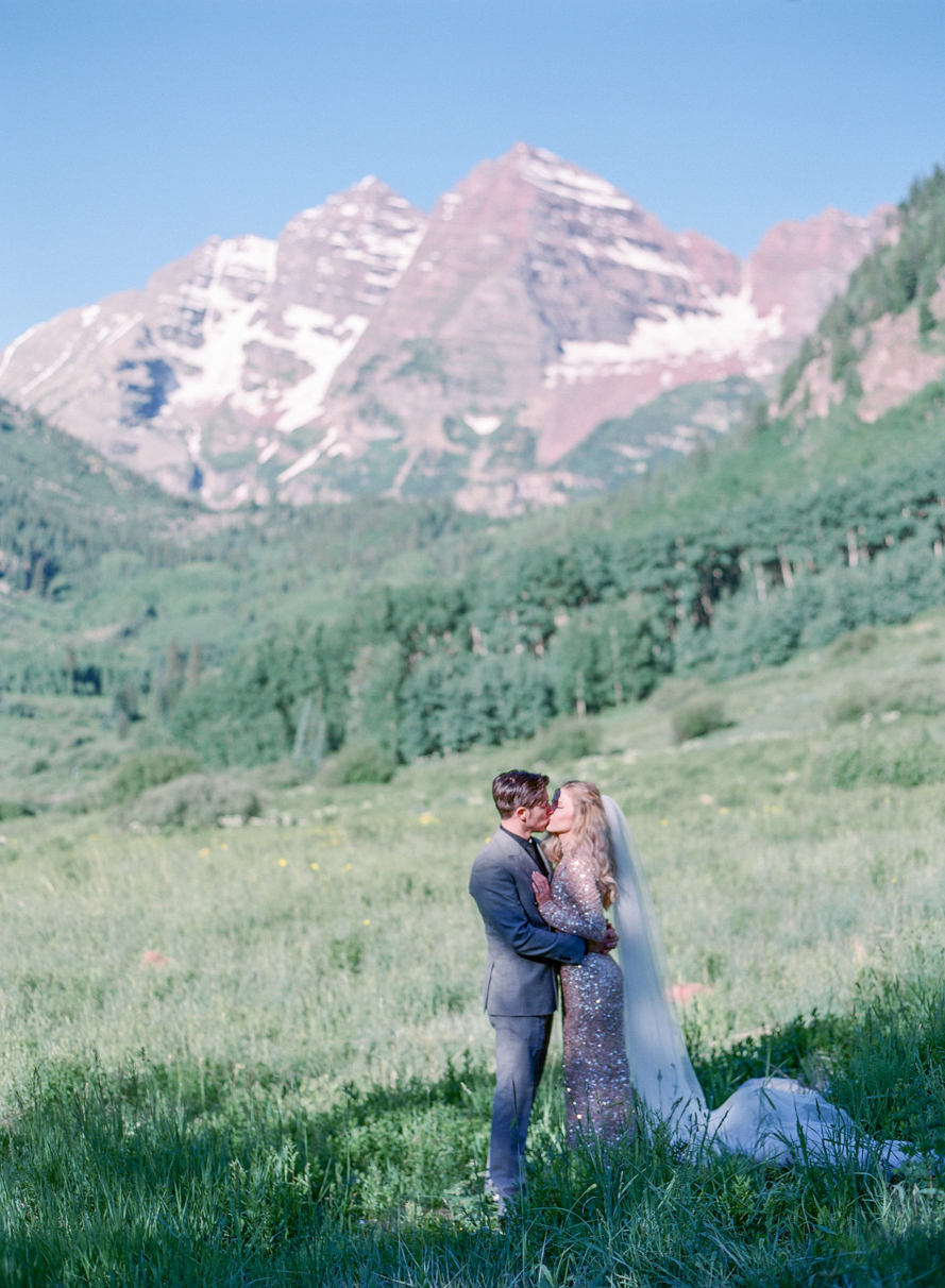 intimate destination wedding sunrise wedding ceremony ideas aspen colorado wedding photographers colorado mountain wedding venues small wedding ceremony venues film wedding photographers Brytny + Kiley | Featured on BRIDES GrantWed Blog025